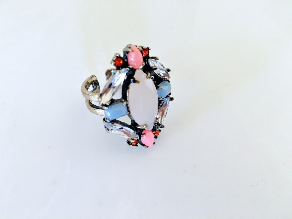 7Charming Sisters Ring Wantable