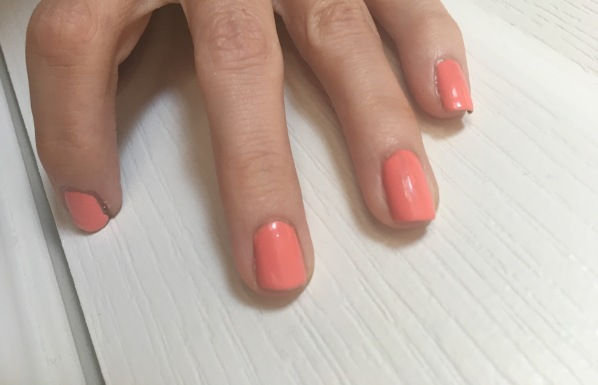 mani with sinful shine top coat Lakur nail color
