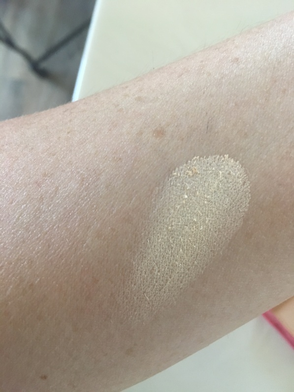light winky lux powder swatch