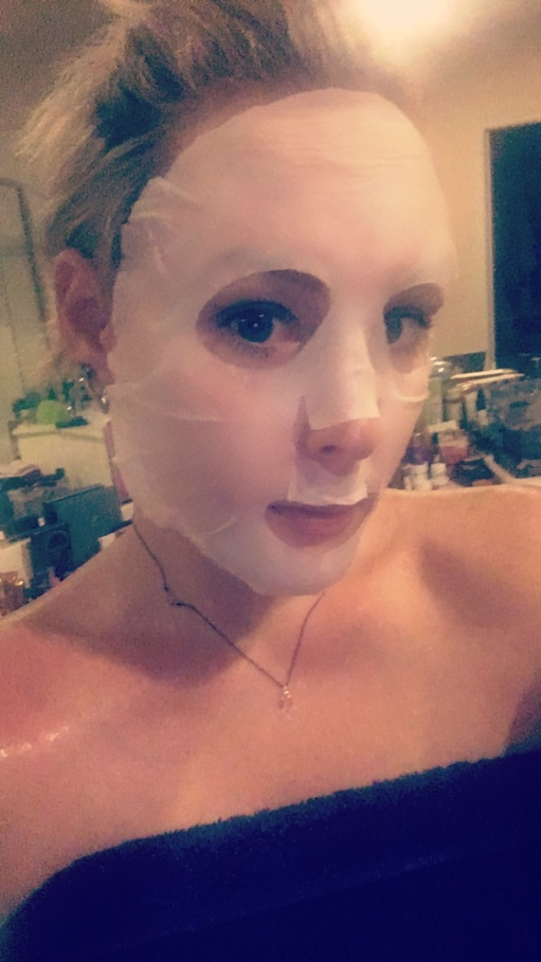mirum-fresh-blueberry-mask-on
