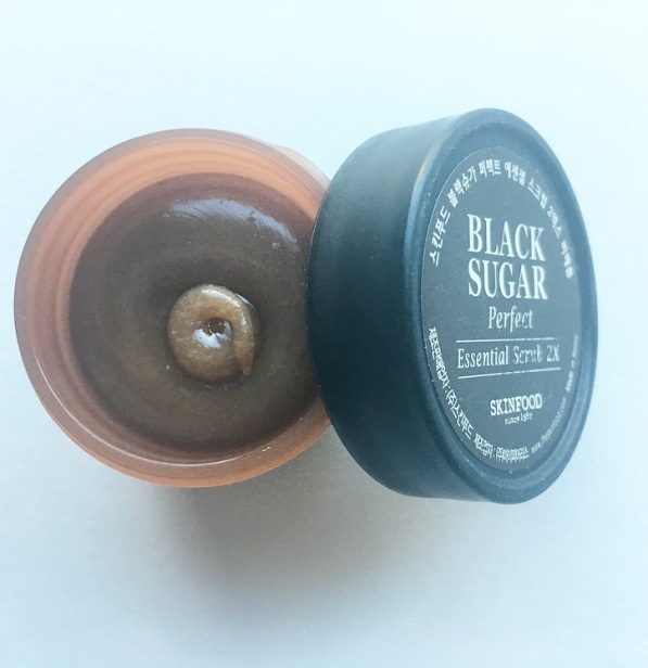 skinfood-black-sugar-perfect-essential-scrub